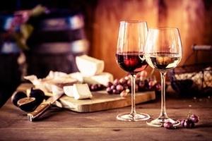 Vin- och ostprovning för två