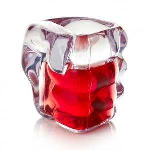 Shotglas i form av en knytnäve