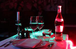middag i mörker för två personer upplevelse