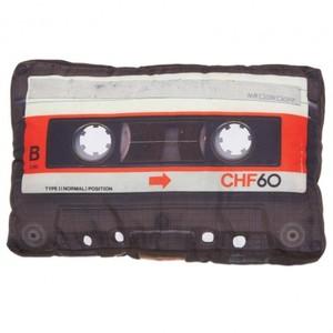 Roliga prylar retrokudde kassettband