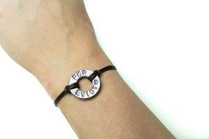 Vackert armband med valfritt ord